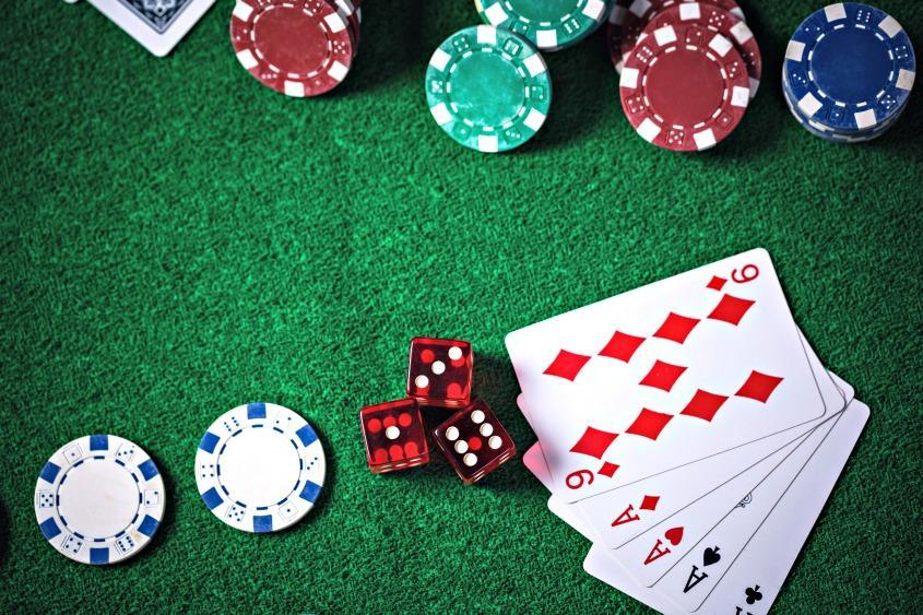 Gambling_cards_dice